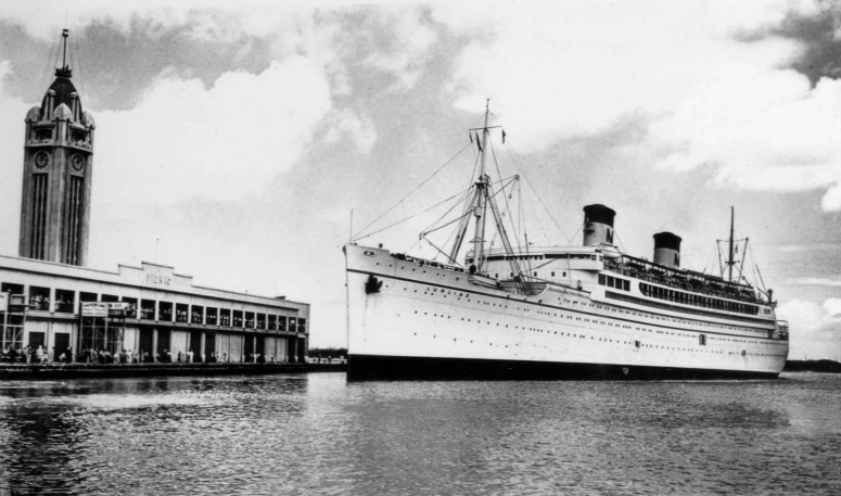 SS_Lurline_at_Honululu_in_the_1930s.jpg